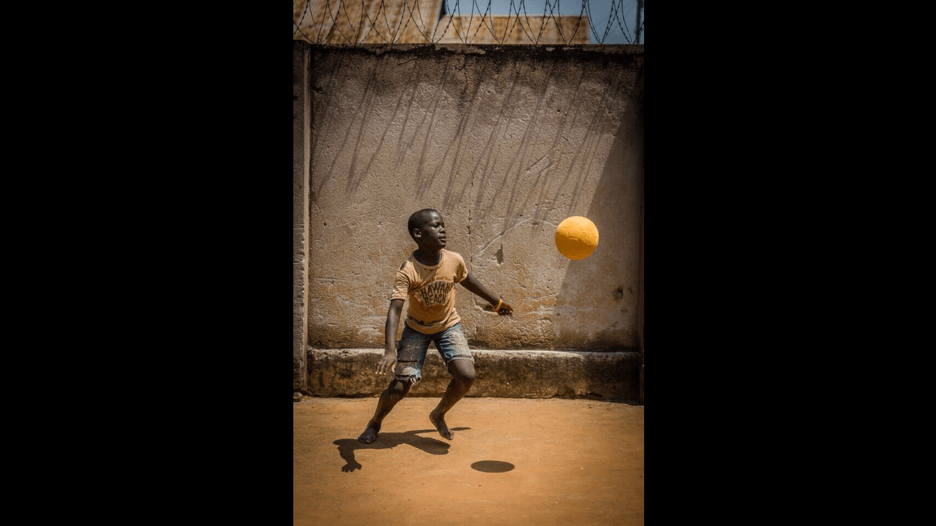 uganda-charity-chances-for-children-playing-football-1